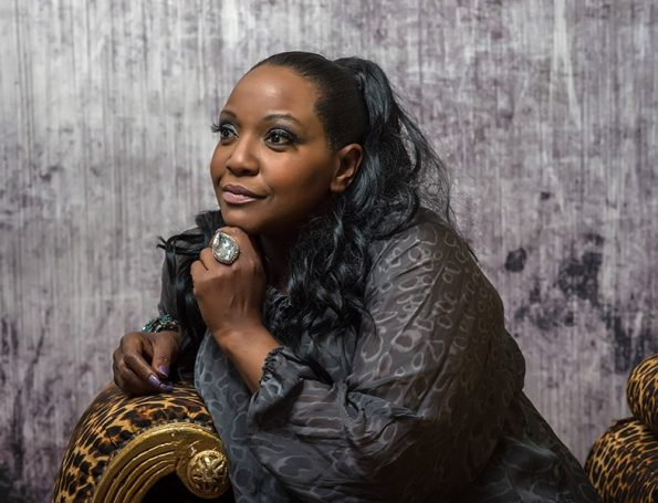 Angie Brown (18)-min