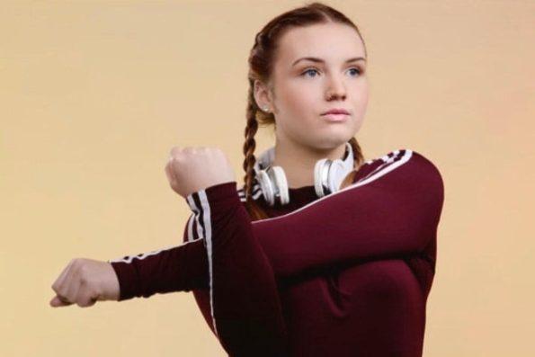 Halle Brooke (21)