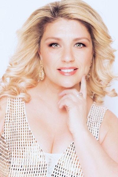 Paula Colbourne (26)
